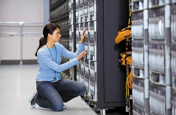 datacenter_woman